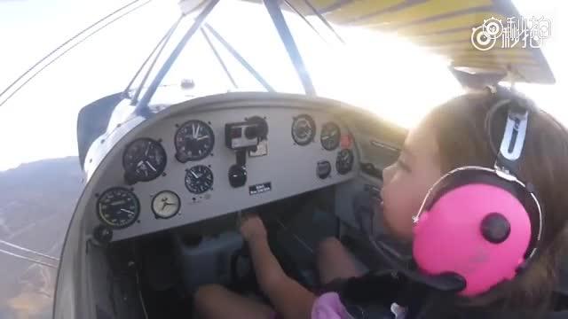 【美国十岁小女孩开飞机】美国内华达一名10岁的小女孩,在父亲tommy