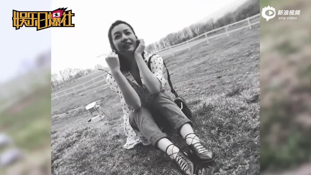 辣妈陈妍希拍照秀小细腿