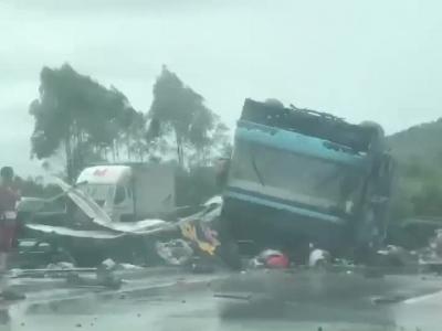 广河高速一客运大巴翻车 车上44人19人死亡