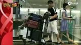 视频:刘诗诗与吴奇隆亲密挽手出游 零变装大方秀恩爱