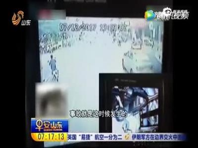 """河南郑州:两老人""""神配合"""" 专门碰瓷公交司机"""