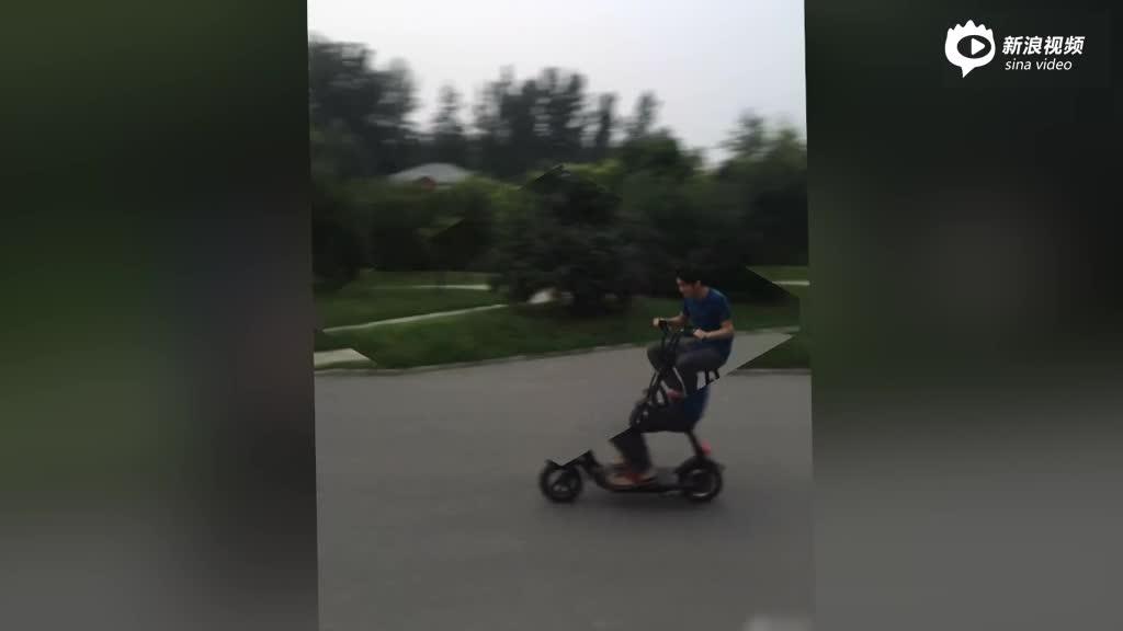谢霆锋骑电动车买菜