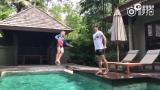 视频:田亮教儿子跳水 网友称看到10年后的跳水王子