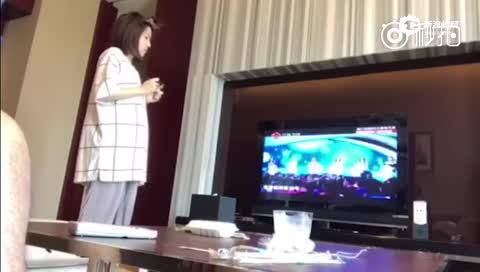袁成杰夸别的女生偷拍老婆反应