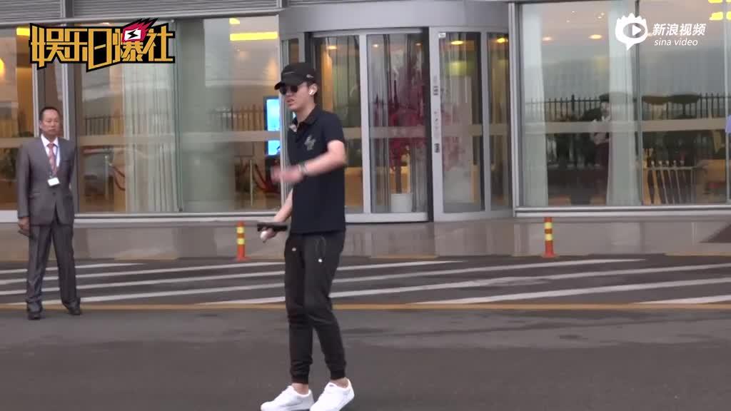 吴亦凡polo衫反季线帽