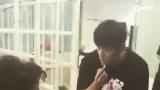 视频:周杰伦炫魔术神技!陈奕迅看到后秒尖叫表情亮了