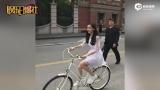 网友偶遇Baby骑车 还是少女模样
