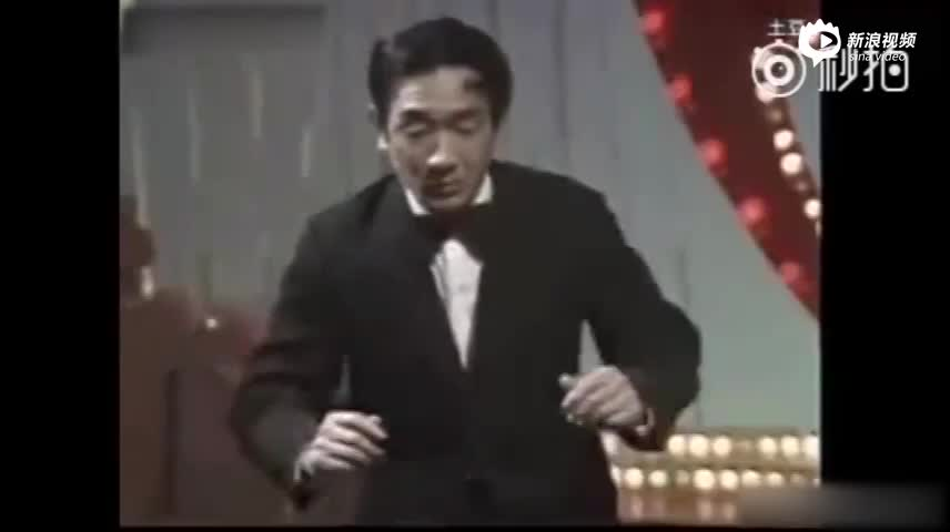 严顺开83年春晚小品弹钢琴