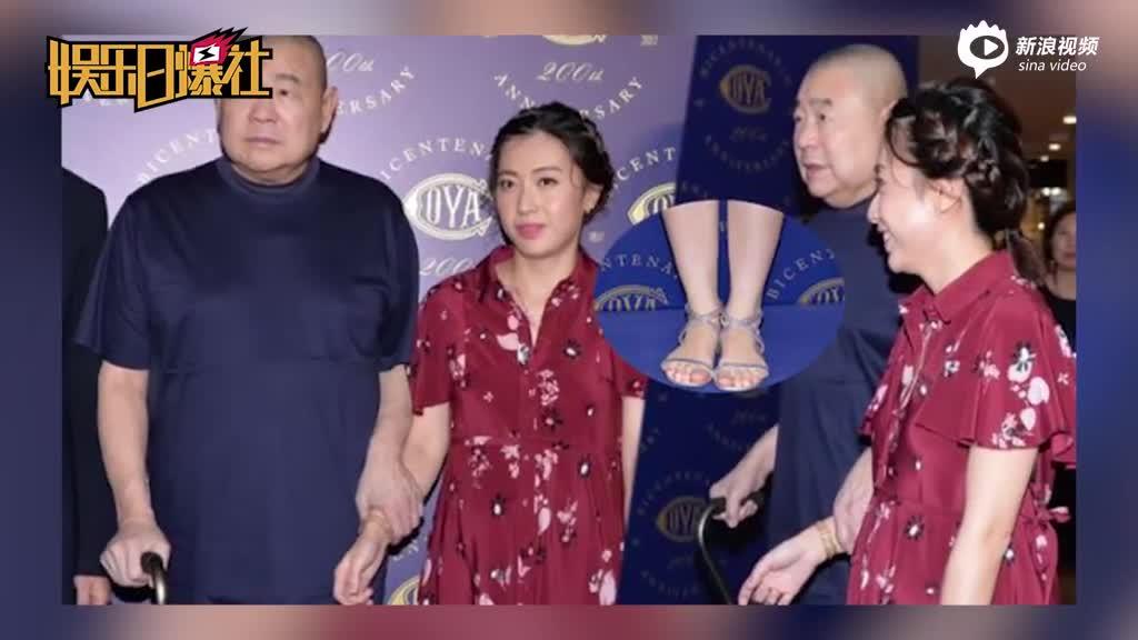 视频:香港女首富甘比牵手刘銮雄现身挺孕肚贵气满满