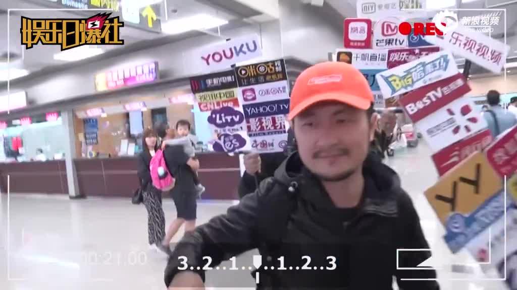 视频:九把刀与未婚妻现身机场被追问婚事低头不语
