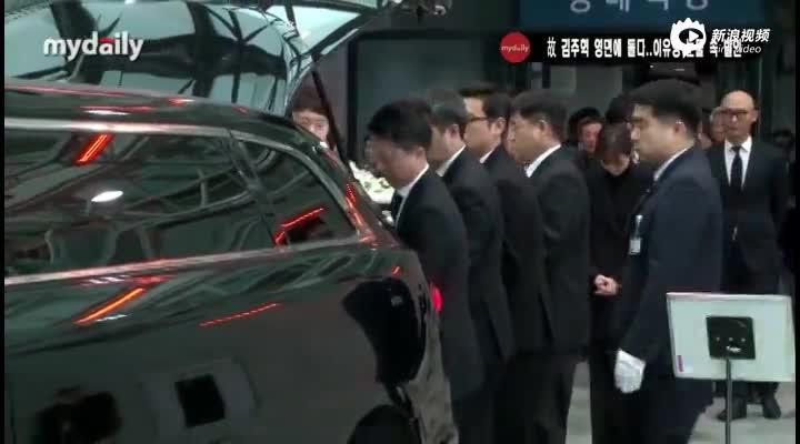 视频:众韩星参加已故演员金柱赫出殡仪式