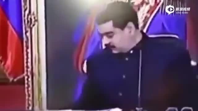 委内瑞拉食物短缺 总统电视讲话中途偷吃馅饼