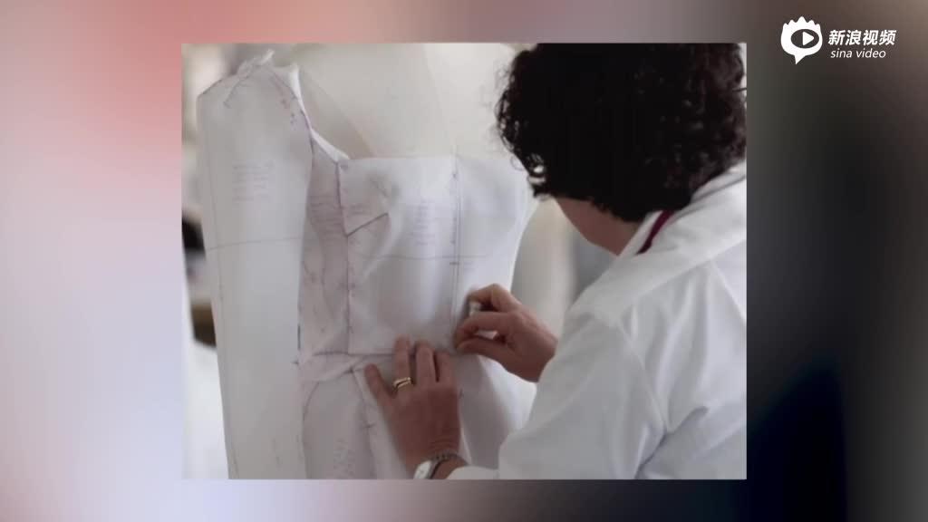 视频:宋慧乔婚纱制作过程公开原黑天鹅绒材质被更改