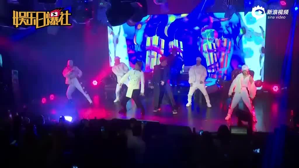 视频:耀乐团回馈粉丝营造狂欢Party连唱20首歌嗨爆现场