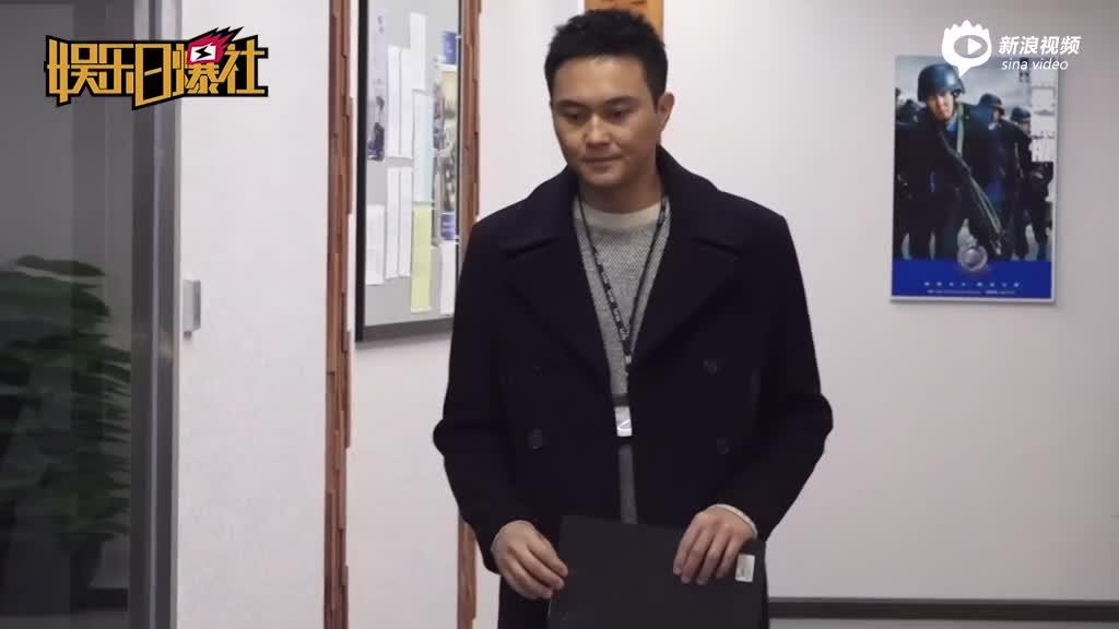 视频:张智霖不听袁咏仪劝玩滑板摔倒受伤