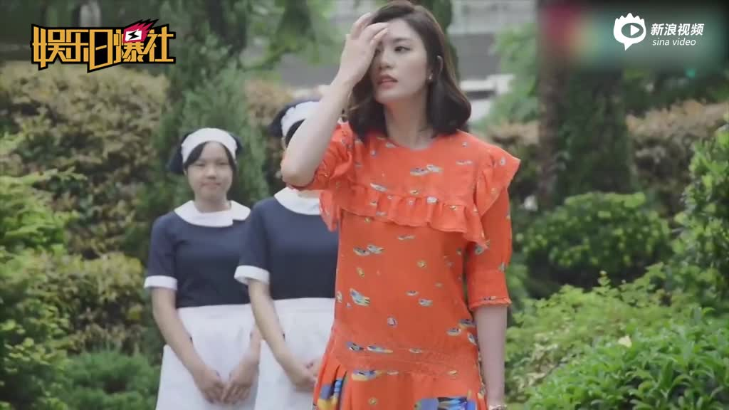 视频:贾静雯童年照曝光小圆脸浓眉大眼超清秀