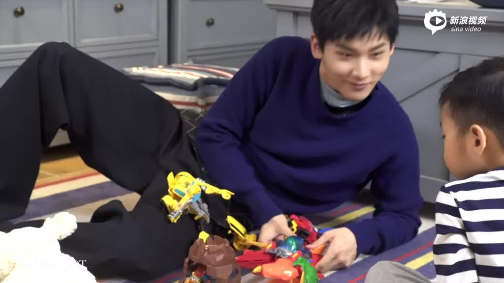 视频:看星速客邢昭林陪小孩玩耍不经意露出姨母笑