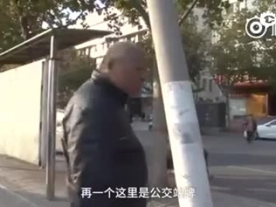 郑州电杆断裂摇摇欲坠