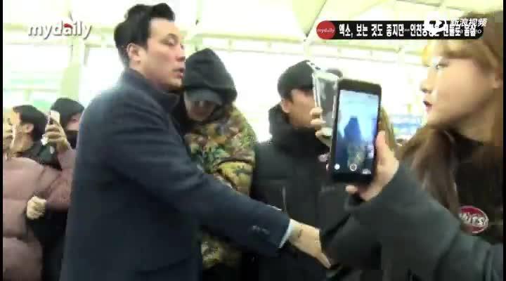 视频:EXO等艺人飞往中国香港出席MAMA