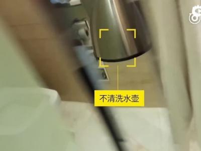 五星级酒店清洁实拍:泛黄马桶刷刷茶杯,一块布擦遍所有