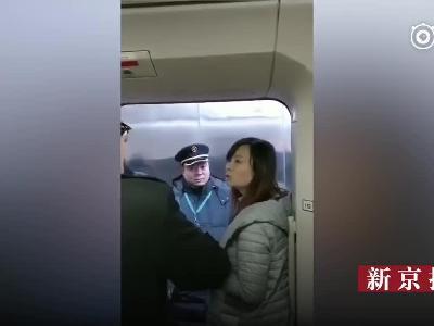 """女子拼命阻拦高铁发车  """"我要等我老公!"""""""