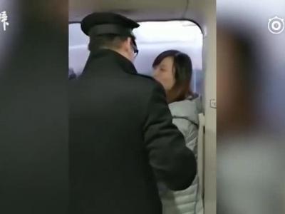 拦高铁车门女被停职,曾获优秀班主任