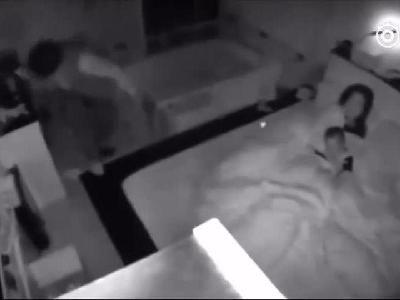 监拍:台湾花莲地震发生瞬间 丈夫用肉体保护妻儿