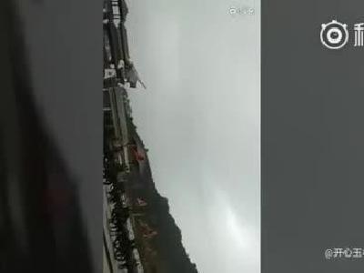北流铜石岭一架滑翔机坠毁