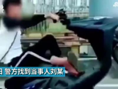 """学快手视频,16岁少年花式""""炫车技"""