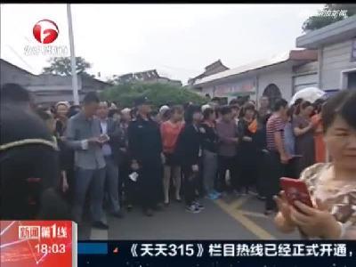 六安:毛坦厂中学今日送考  场面震撼