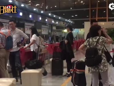 刘亦菲嘻哈装扮现身机场