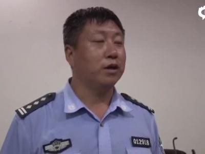 的哥闲的发视频称辅警当街小便 被拘15天