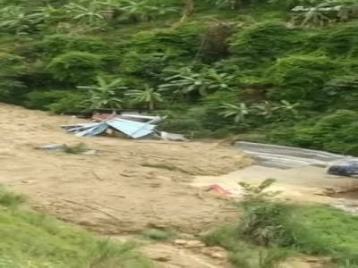 云南泸水市泥石流来袭 1人受伤1人失联