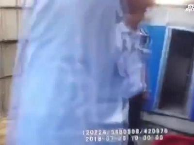 【津云微视】铁锤抡向法官 暴力妨害执行被拘留