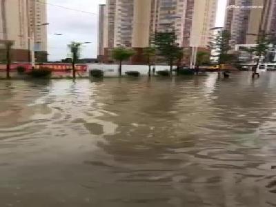 单点暴雨突袭云南保山!小区被淹