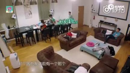 视频:王俊凯向赵薇请假 撒娇卖萌忙不停