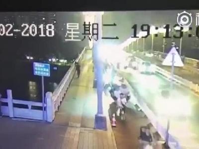 南宁一女子被推进邕江?刚刚,青秀警方通报了最新情况