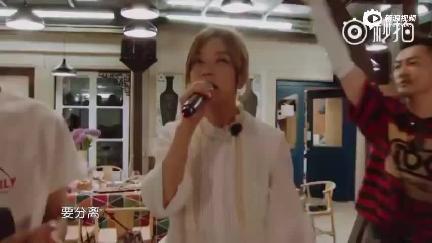 视频:赵薇苏有朋舒淇王俊凯白举纲合唱