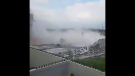 视频|墨西哥一在建中商场倒塌 目击者:瓦砾像班戟