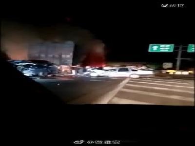 """成雅高速""""10.23""""事故伤者:一车9人仅他幸存 原本带妻儿到成都玩"""