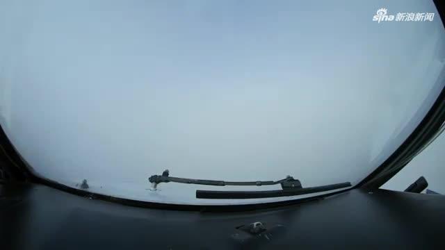 视频:机舱视角!飞行员在俄机场0能见度盲降落