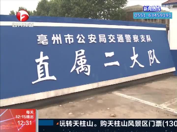 视频:男子反穿大衣绞进车轮 车子侧翻致其被砸身亡