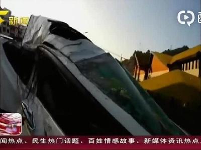 贵州凯里:男子酒驾超速 妻子甩出窗外