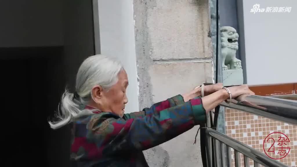 88岁奶奶能举80斤水缸、做一字马 网友直呼惭愧