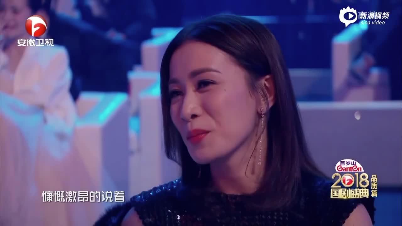 """视频:朱一龙获青春演技魅力男演员 献吻""""爸爸""""王刚"""