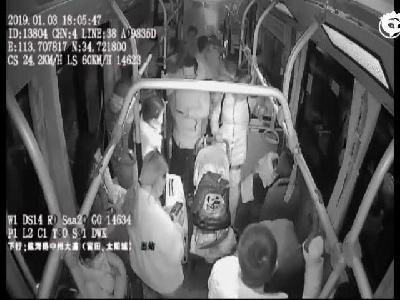 小伙泡网吧两天两夜 坐公交晕倒在车厢