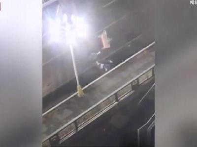 下车扶老人后被撞 23岁善心女孩离世 司机全责被批捕