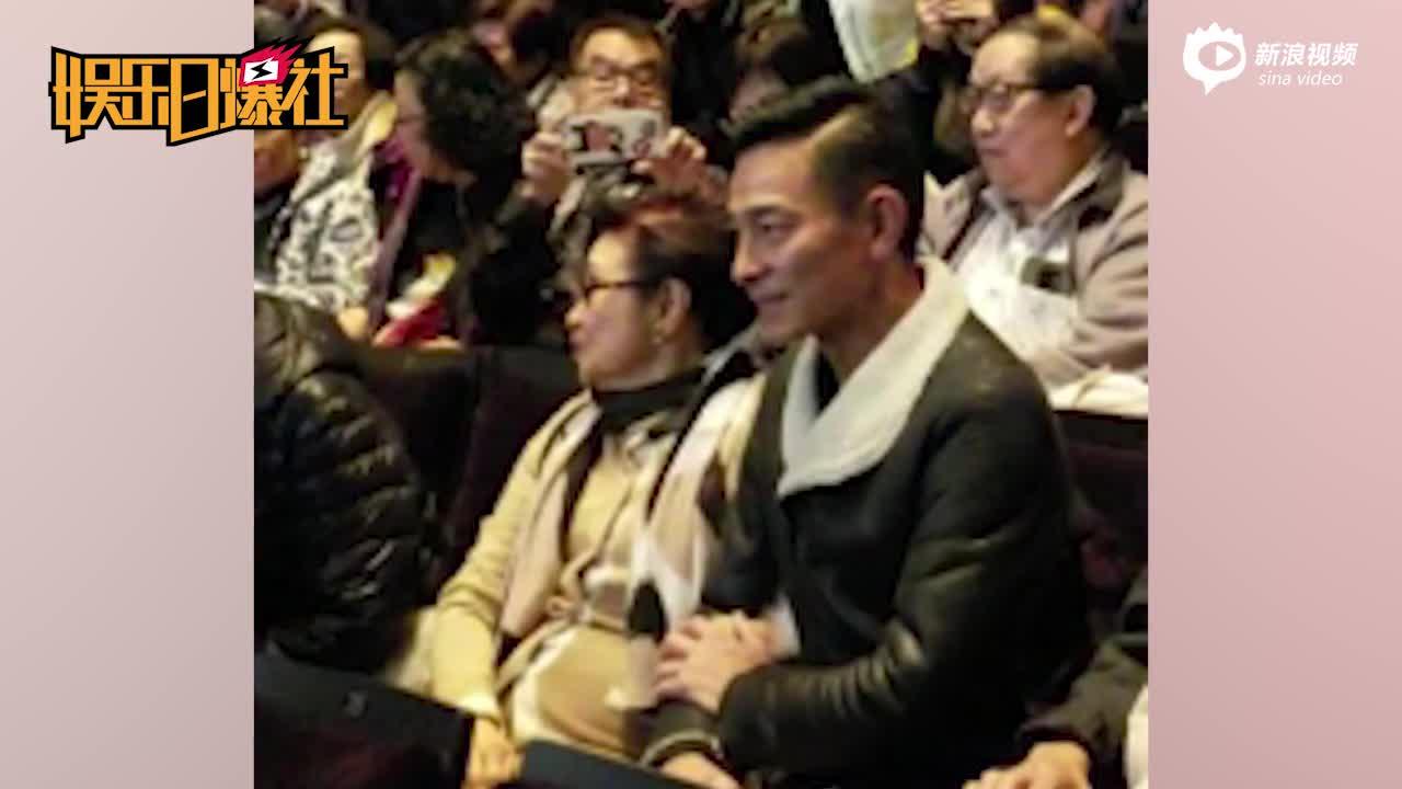 取消演唱会首次公开露面 刘德华陪白雪仙看粤剧