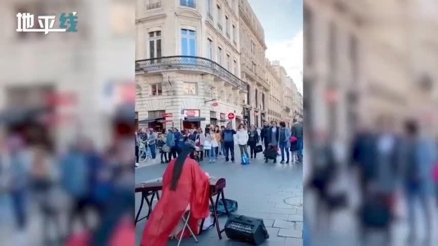 汉服小姐姐法国街头用古筝弹西班牙神曲 看呆外国人