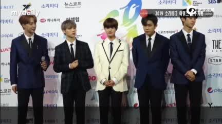视频:AB6IX出席颁奖礼开幕 李大辉谈创作